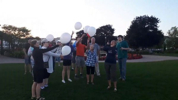Releasing_the_Balloons-597-600-400-80