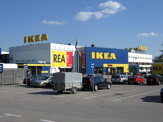 800px_IKEA_Store_Elmhult-371-600-400-80